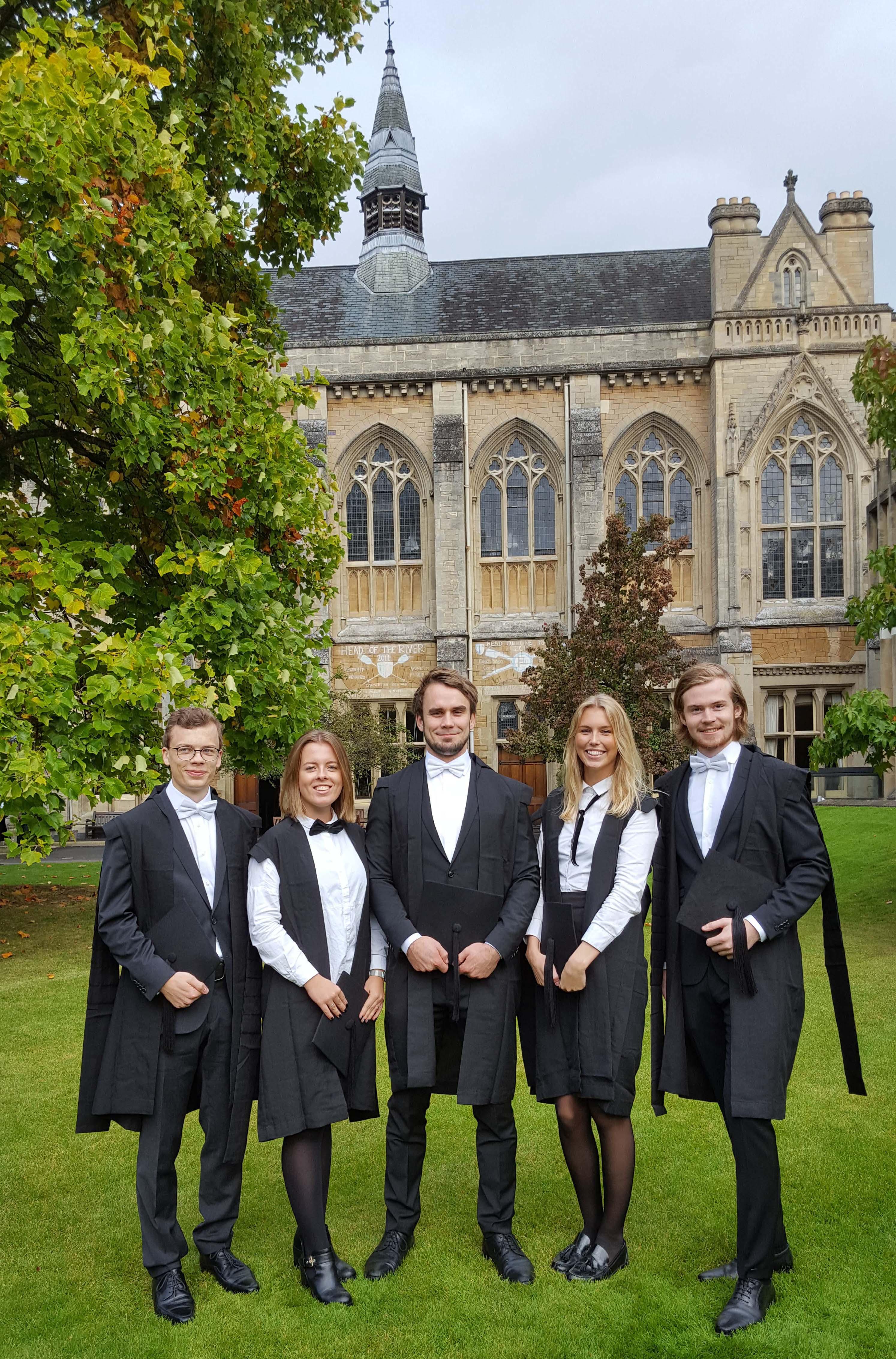 его оксфордский университет фото форма год после