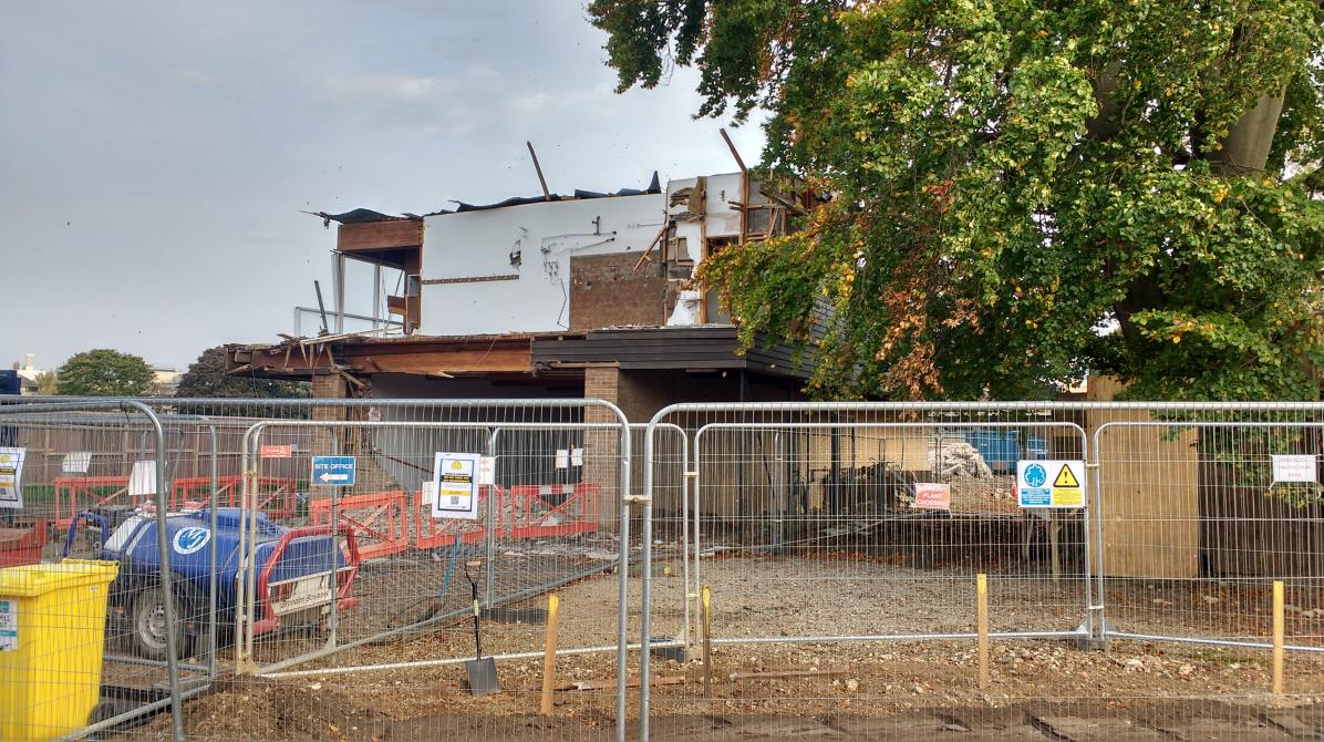 MFP: demolition works on the Pavilion (photo: Maylarch)
