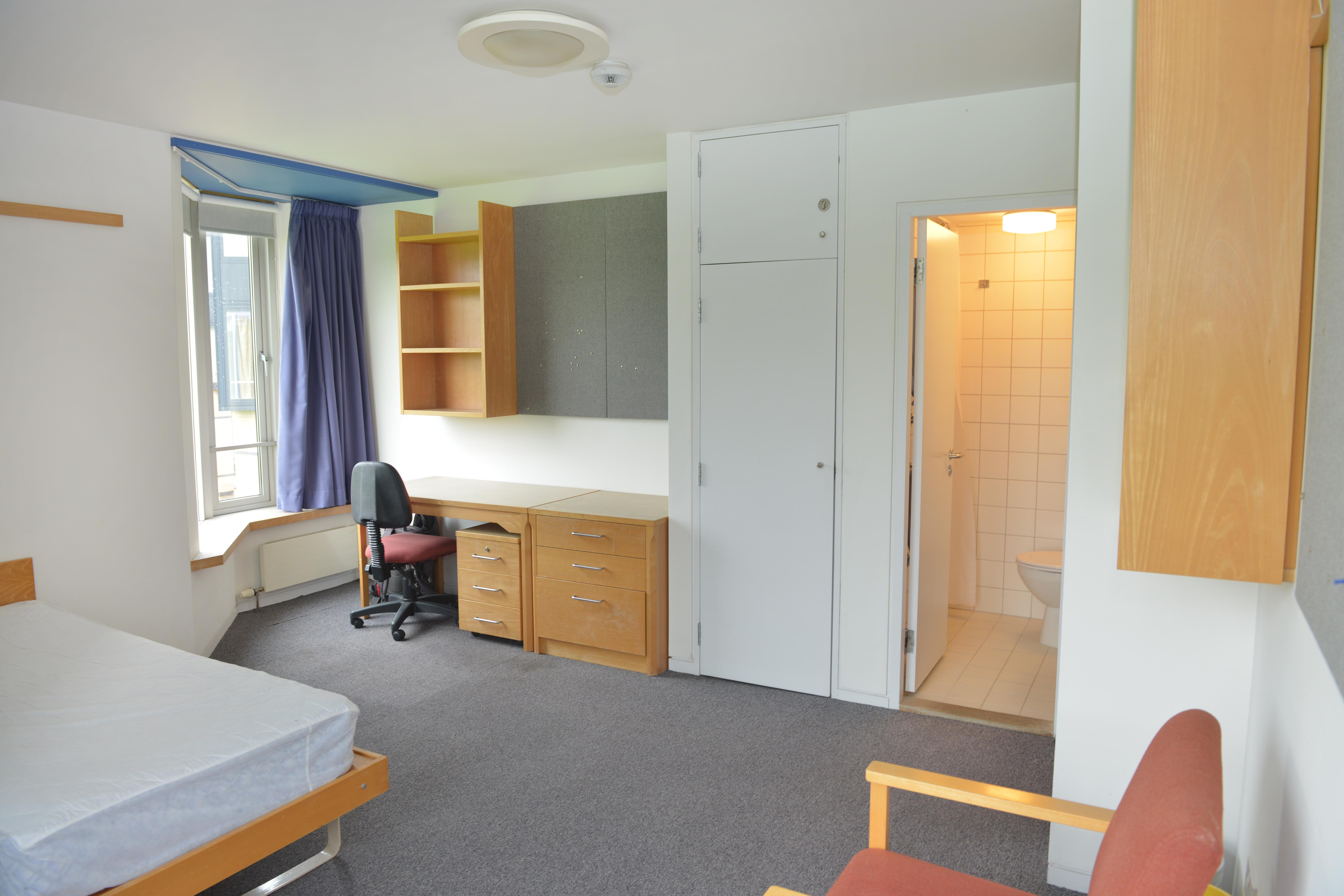 Bedroom, en suite, Jowett Walk (photo: Rob Judges)